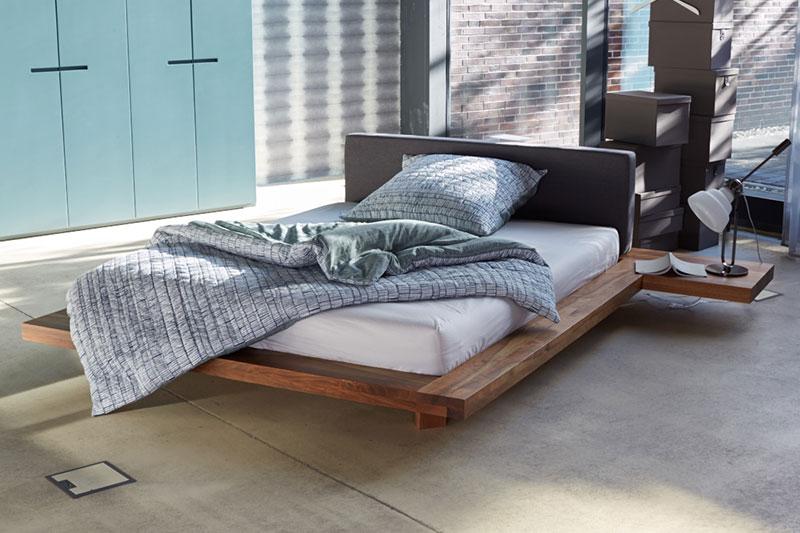 schlafen im urbanen loft kontrast m bel leuchten accessoires. Black Bedroom Furniture Sets. Home Design Ideas