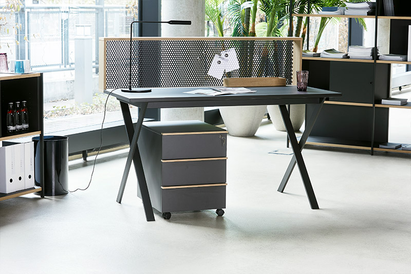 arbeiten im loft kontrast m bel leuchten accessoires. Black Bedroom Furniture Sets. Home Design Ideas