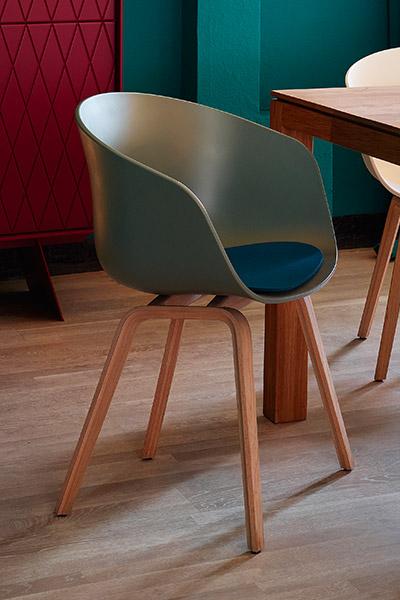 colorblocking kontrast m bel leuchten accessoires. Black Bedroom Furniture Sets. Home Design Ideas