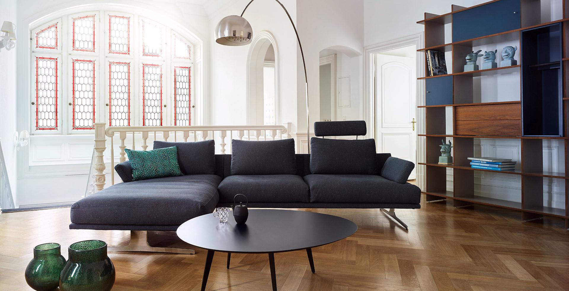 italienischer chic trifft altbau kontrast m bel leuchten accessoires. Black Bedroom Furniture Sets. Home Design Ideas